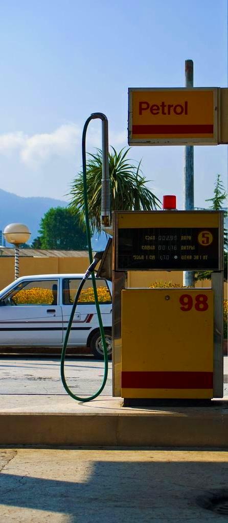 Gas_station_2.jpg, 68kB